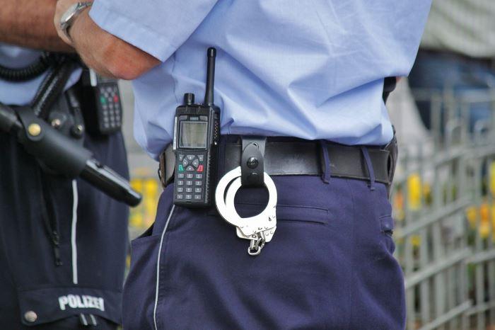 Policja Ostrów Wlkp.: Miał przy sobie narkotyki i w dodatku był poszukiwany. Zatrzymali go policjanci